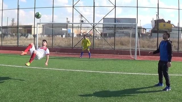 Balona röveşata ile vuran gençten 2 gol!