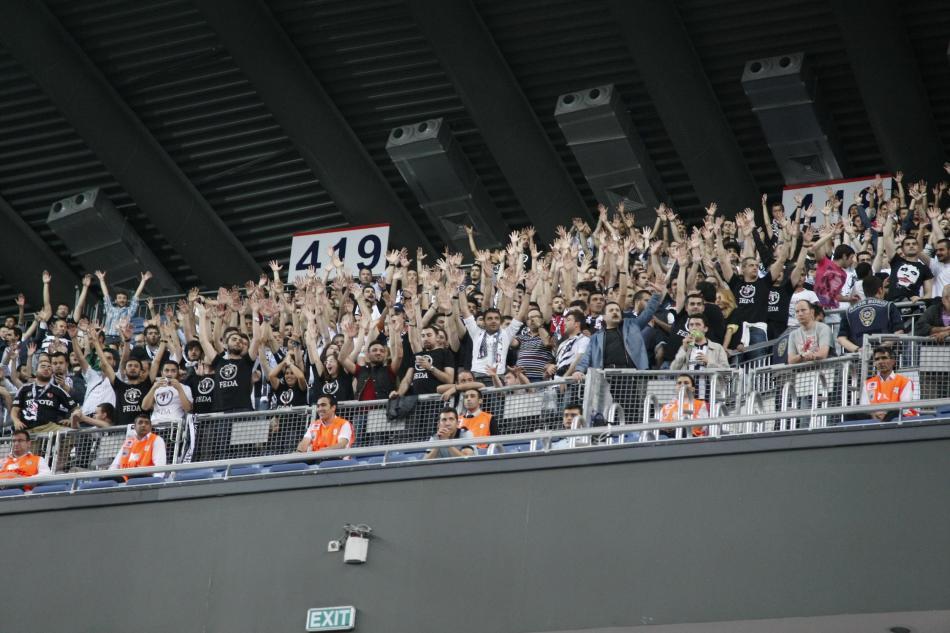 Fenomenul Ultras in alte sporturi - Pagina 5 A-efes__bjk_453a0_800