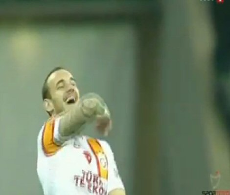 Wesley Sneijder & Jose Mourinho share tender waving session