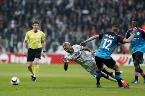 Beşiktaş, ilklerle tur atladı