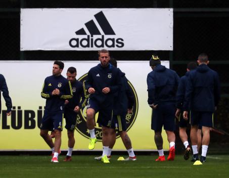 Fenerbahçe, Karabükspor maçı hazırlıklarını tamamladı