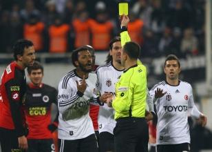Beşiktaş'a derbi öncesi kötü haber!