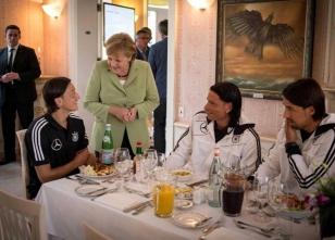 Merkel Mesut'a ne dedi?