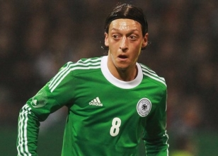 Almanlardan Mesut Özil'e eleştiri
