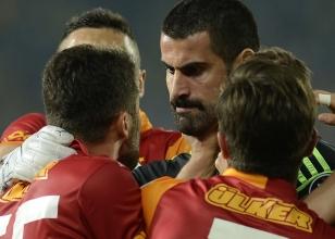 Volkan Demirel ile Sabri Sarıoğlu tartışırken...