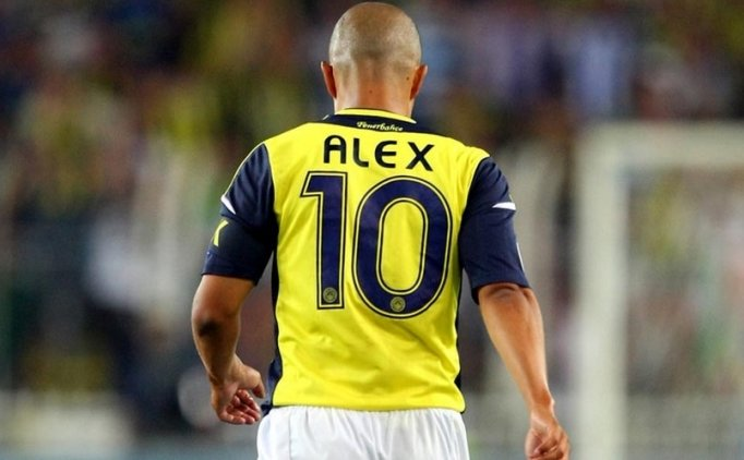 'ALEX'İN HEYKELİ YIKILMALI'