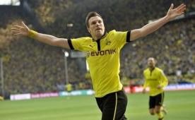 G.Saray Dortmund'un kap�s�n� �ald�  ve...