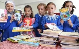 Anadolu Efes'ten 7 okula 3,406 kitap