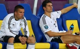 Almanya'da Poldi ve Gomez kadroda m�?