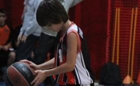 14 ya��ndaki Ali, NBA y�ld�z�n� �ok etti!