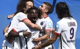 Zlatan'l� PSG, Lyon'u devirip kupay� ald�!