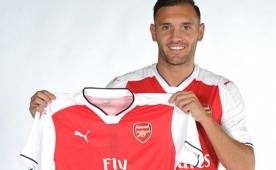 Ve Arsenal forvet transferini a��klad�!..