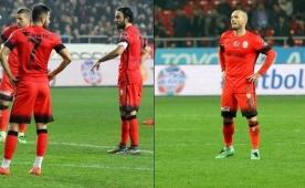 Sel�uk, Sneijder'i ��ld�rtt�: '��kar�n beni'
