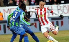 Sivasspor'dan mutlu, 'mesut' bir galibiyet