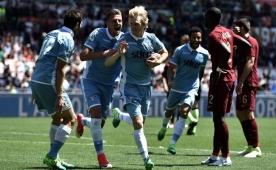Lazio, Roma'yı yaktı! 'Kral' Totti son kez...