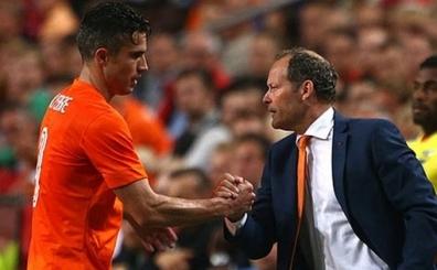 Hollanda'dan Robin Van Persie a��klamas�! 'Endi�eliyiz...'
