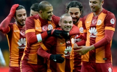 Galatasaray'�n iki y�ld�z�ndan Melo'ya: 'Milano'ya git...'