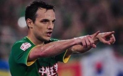 Eski Bursal� Batalla'dan ak�l dolu gol! Kaleciyi affetmedi!
