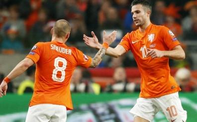 ... Ve Hollanda kadrosunda <BR>Van Persie ve Sneijder karar�...