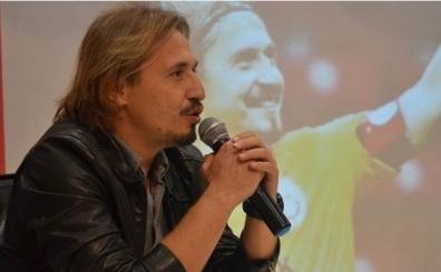 Ayhan Akman'dan derbi uyar�s�<br>'Futbolcular �yle d���nmez...'