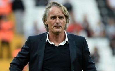 Taraftar, Arena'da Riekerink ile Wesley Sneijder'i �a��rd� ve...