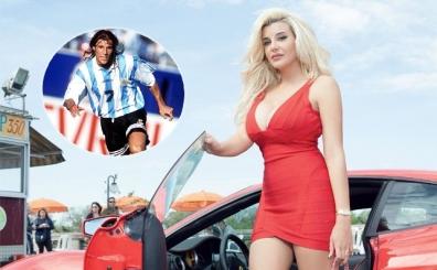 Tam 11 �nl� futbol adam�n�n birbirinden g�zel o k�zlar�...