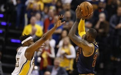 NBA Son iki dakika raporu: 'LeBron son üçlüğü öncesi steps yapmış'