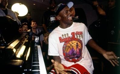 Michael Jordan ve '90ların Chicago Bulls'u 10 saatlik belgesel oluyor!