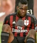 Mario Balotelli cezay� kesti