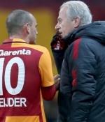 Galatasaray'�n '�ut' rekoru! Taraftara sa� ba� yoldurttu...