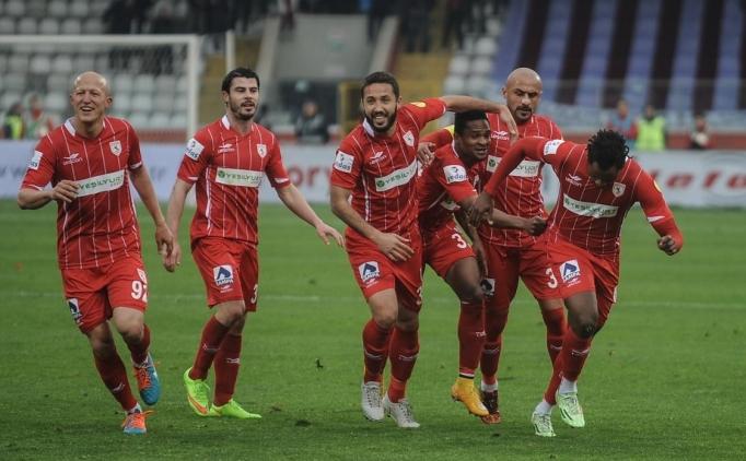 PTT 1. Ligi'nin 24. haftasında deplasmanda karşılaştığımız ve 4-0 yenildiğimiz Samsunspor maçının özet görüntülerine haberin devamından ulaşabilirsiniz.