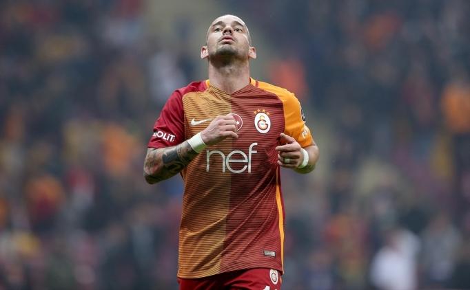 Sneijder'den küçük Carlos bombası!