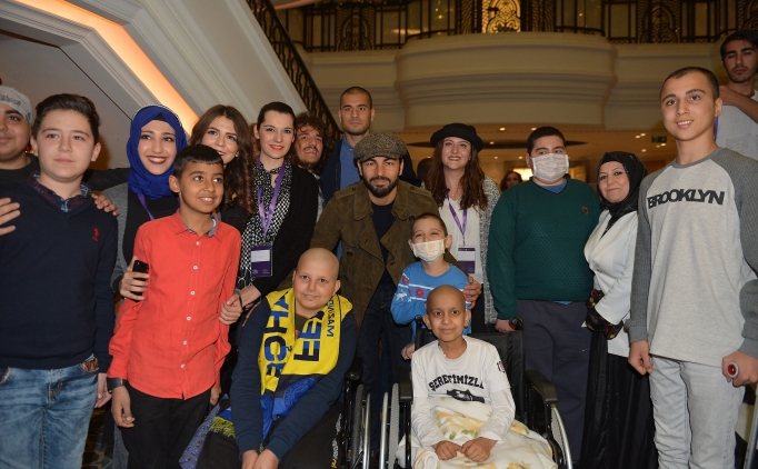 Galatasaray ve Başakşehirli futbolculardan anlamlı ziyaret