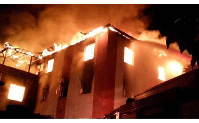 Adana'da kız öğrenci yurdunda yangın: 8 öğrenci hayatını kaybetti