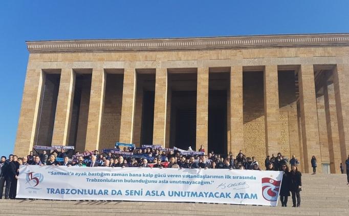 Trabzonsporlu taraftarlar Anıtkabir'i ziyaret etti