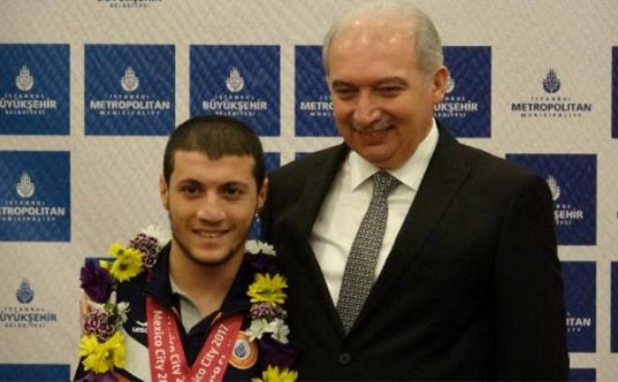 Dünya şampiyonu yüzücüye İBB'den ev hediyesi