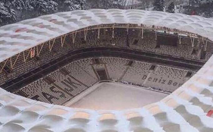 Vodafone Arena'daki kar temizleniyor