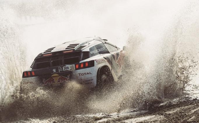 Dakar'da Loeb'in önünde durulmuyor!