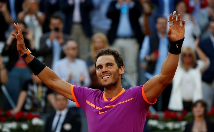 Toprak kort zaferleri Nadal'ı ilk 4'e yükseltti