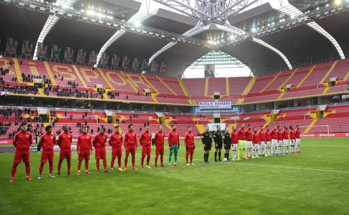 Kayseri'de olaylı maç: 4 gol, 2 kırmızı kart!