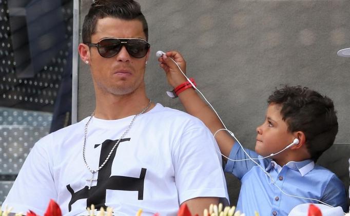 Ronaldo'nun oğlu, 'İdolüm Messi' dedi mi?