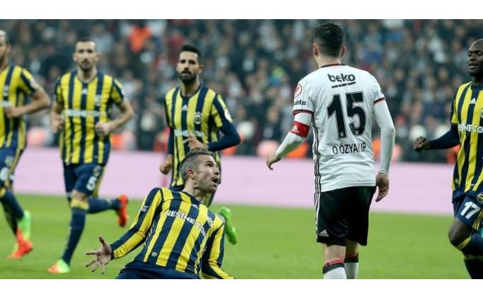 Van Persie, Beşiktaş maçındaki hareketinden dolayı ifade verdi