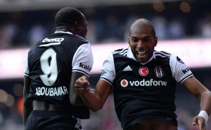 Aboubakar Beşiktaş soyunma odasında hasret giderdi