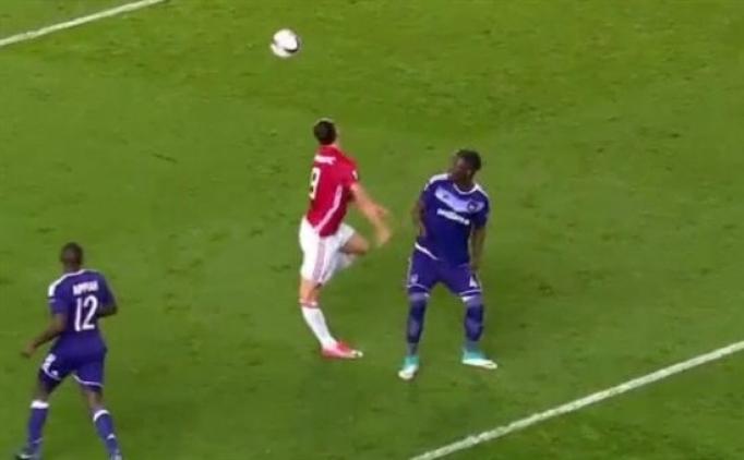 Zlatan Ibrahimovic'in korkutan sakatlık anı
