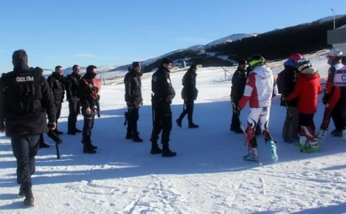 Kayak öğretmeni Yahya Kemal Üsta'ya 6 yıl men