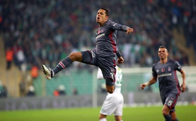 Adriano'ya bir talip de La Liga'dan!