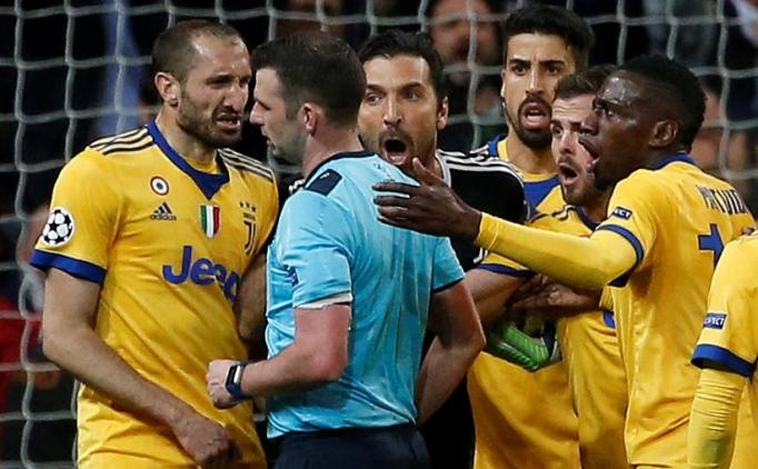 Buffon'a kırmızı kart veren Olivier'a polis koruması!
