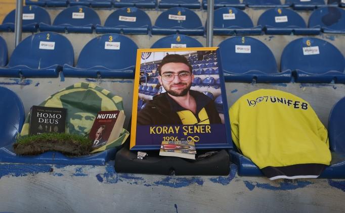Fenerbahçe tribünleri Koray Şener için tek renk oldu
