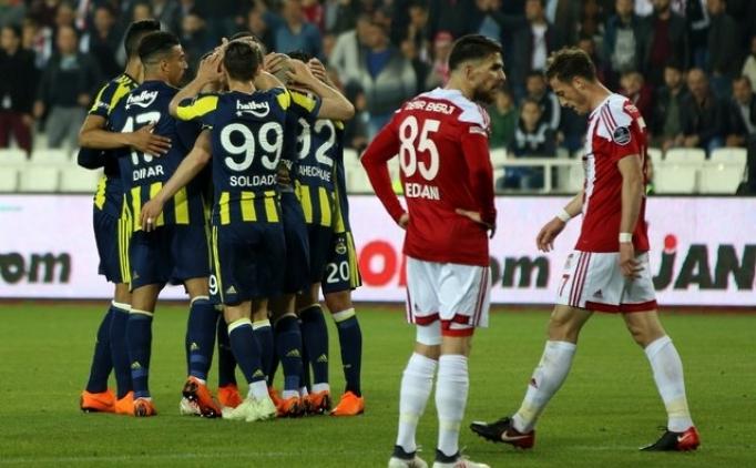 Fenerbahçeli futbolculardan neşeli kutlama