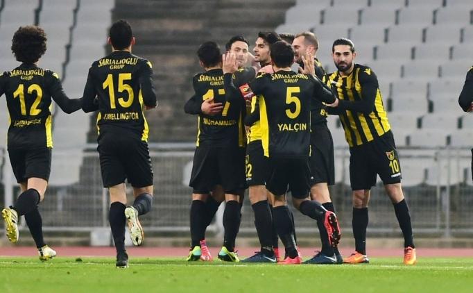 Derbide kazanan İstanbulspor! Lider Ümraniyespor'u devirdi
